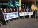 Flash mob per il Parlamento Mondiale prima dell'inizio del convegno