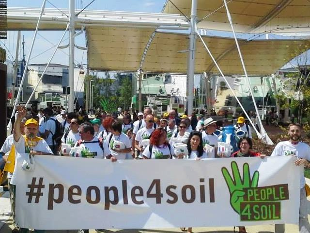 Manifestazione People4Soil (fonte facebook People4Soil)