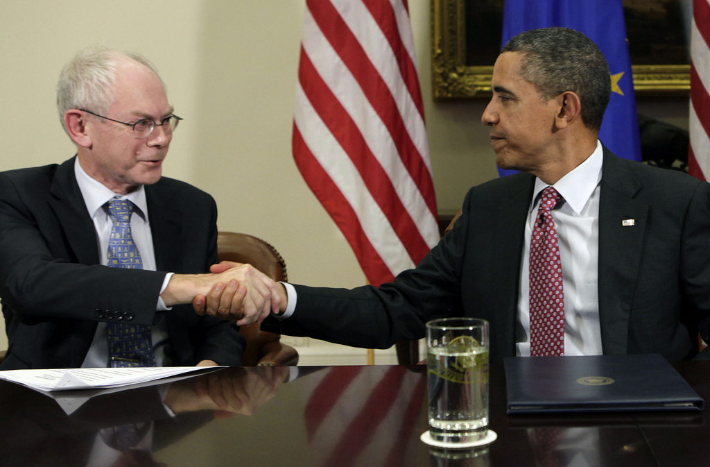 President of the European Council, Herman Van Rompuy, and President of the United States, Barack Obama, shake hands concluding the EU-US Summit, Washington, 28 November, 2011 (fonte flickr)